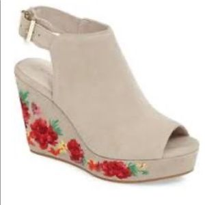 🌺Beautiful Kenneth Cole Embroidered wedge heels 6